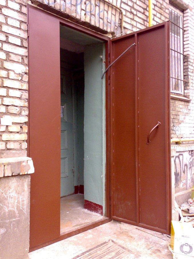 простые железные двери для входной двери в подъезд