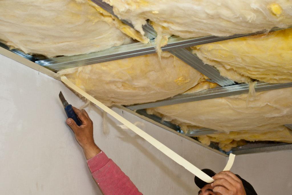Чем утеплить потолок в ванной частного дома