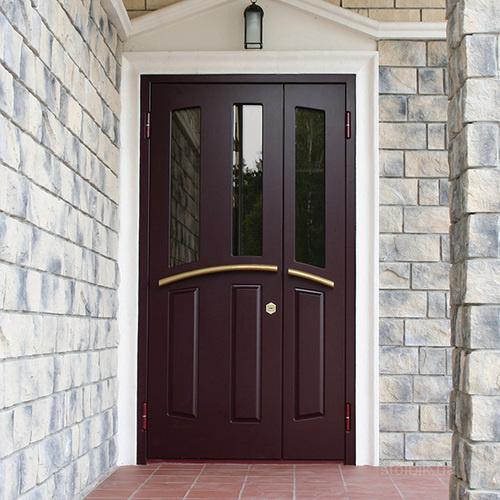 входная двухстворчатая дверь в частный дом