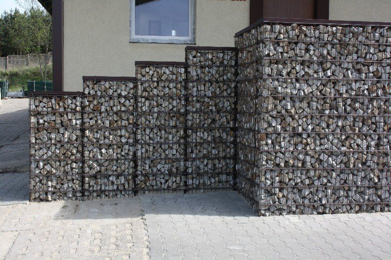 Забор из сетки с камнями своими руками фото